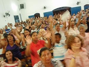 Bild bei einem Gottesdienst in Mãe Luiza