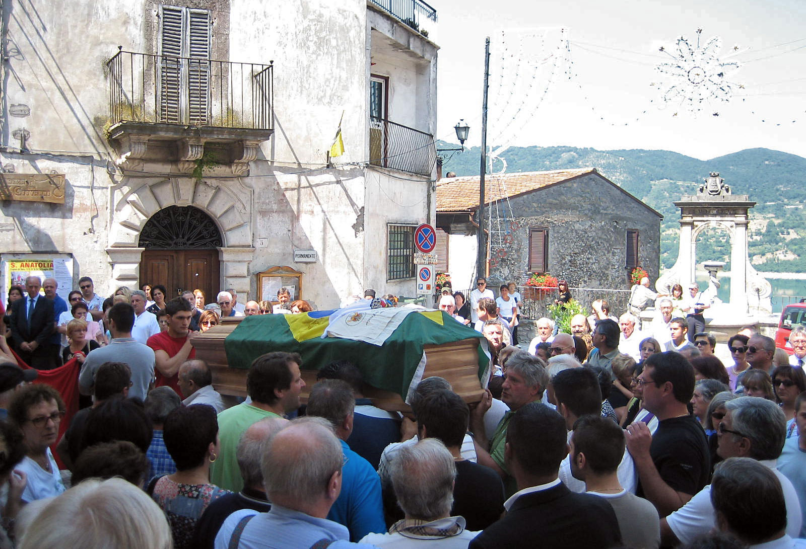 Bild von der Prozession zum Grabmal